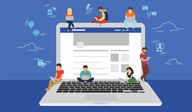 Varias personas publicando contenido en Facebook